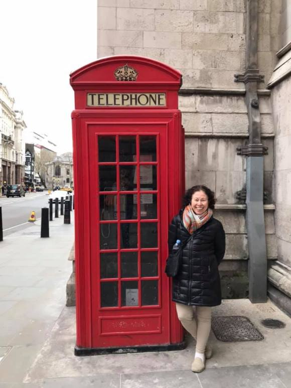 Vivian at a real London phone booth